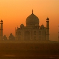 TAJ MAHAL, Symmetrically romantic